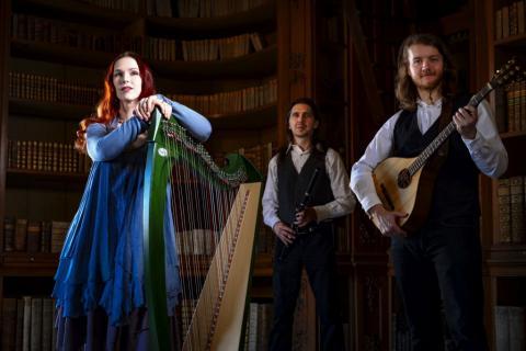 Irish Folk Band Spinning Wheel